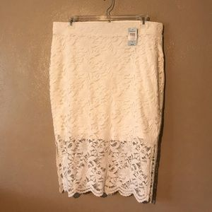 Torrid ivory lace pencil skirt size 2(2X) stretchy